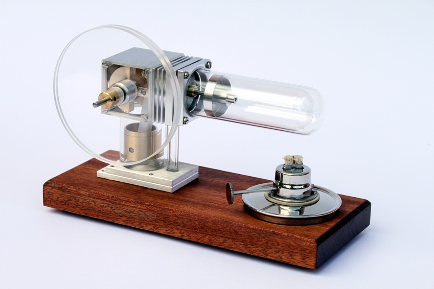 Anmerkung: Bild zeigt ein Modell von Stirlingmotor
